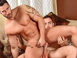 The Gift of Giving... And Fucking!-Alec Leduc,Alexy Tyler