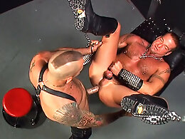 Horny bear in leather gets dildoed and fucked